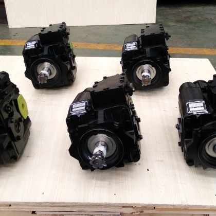 Agricultural harvester hydraulic pump
